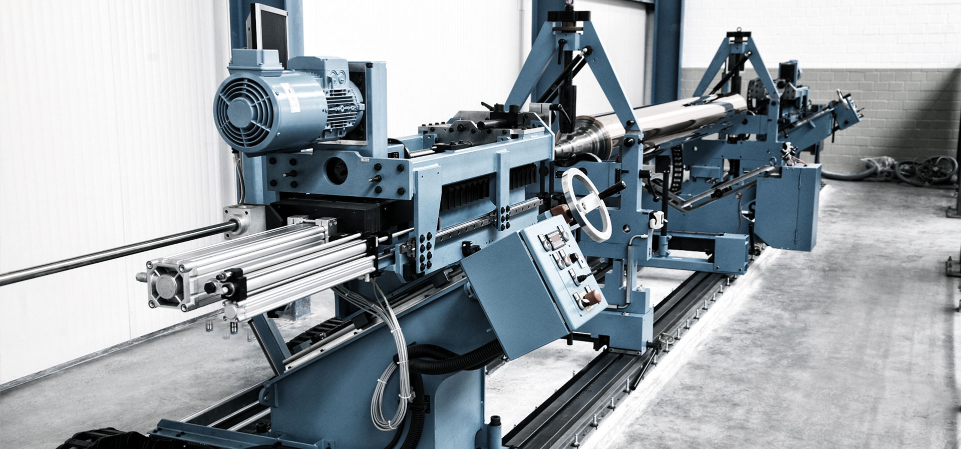 Cycle-controlled lathes